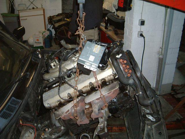 Установка двигателя BMW M60 V8 в кузов BMW E30
