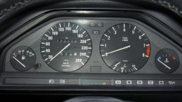 e30-320is-dashboard.jpg